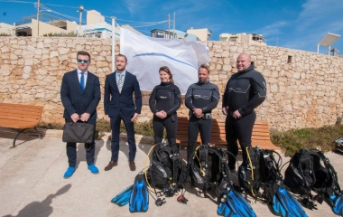 WhiteFlag Int. team with the divers